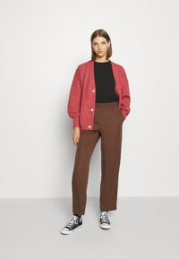 Monki - SAMI TROUSERS - Pantalones - brown - 1