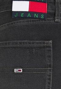 Tommy Jeans - HARPER BERMUDA - Džínové kraťasy - black denim - 8