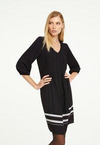 comma - MIT KONTRAST-DETAILS - Day dress - black - 0