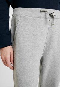 Tommy Hilfiger - HERITAGE PANTS - Teplákové kalhoty - light grey - 5