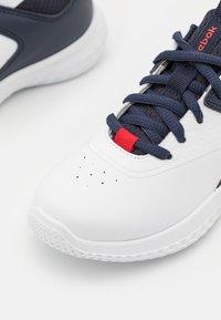 Reebok - RUSH RUNNER 4.0 - Scarpe running neutre - footwear white/vector navy/vector red - 5