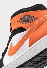 Jordan - AIR 1 MID - Sneaker high - black/starfish/white - 5
