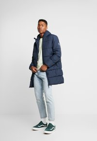 Jack & Jones - JORKNIGHT LONG PUFFER JACKET - Płaszcz zimowy - navy blazer - 1