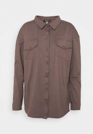 POCKET DETAIL - Skjorte - brown