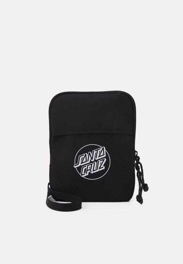 OPUS DOT TRACE BAG - Across body bag - black