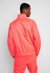 adidas Originals - TRACKTOP - Kurtka sportowa - flash red - 2