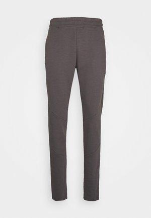 CADENCE PANT - Teplákové kalhoty - grey/carbon