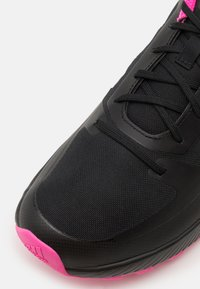 adidas Performance - RUNFALCON 2.0 TR - Løpesko for mark - core black/silver metallic/screaming pink - 5