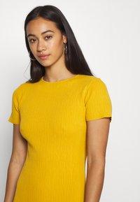 Missguided - TEXTURED CUT OUT BACK DRESS - Jumper dress - mustard - 3