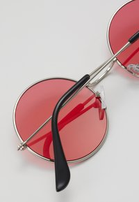 Only & Sons - ONSSUNGLASSES ROUND UNISEX - Sunglasses - new red/silver-coloured - 2