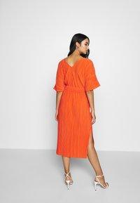 YAS - YASOLINDA  - Denní šaty - tigerlily - 2