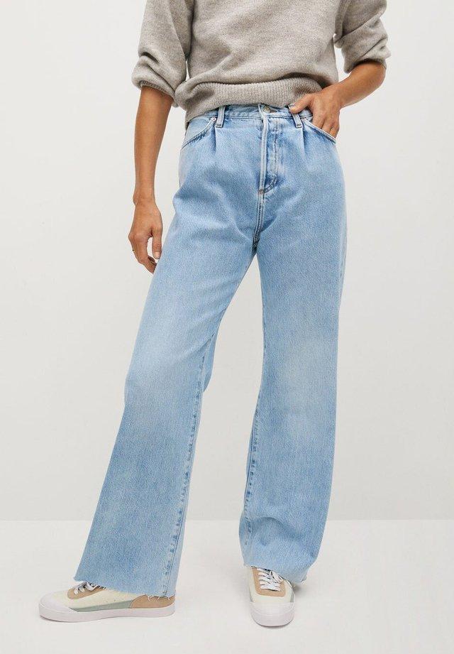 DANIELA - Flared Jeans - mittelblau