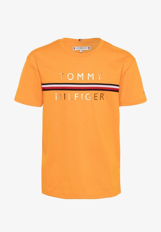 FLAG TAPE TEE - T-shirt imprimé - orange
