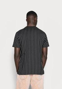 Mennace - TEE WITH EMBROIDERY - T-shirt imprimé - black - 2