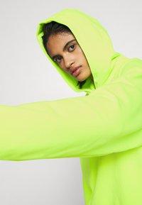 Nike Sportswear - HOODIE - Hoodie - volt/black - 3