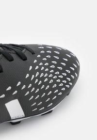 adidas Performance - PREDATOR FREAK .4 FXG UNISEX - Korki Lanki - core black/footwear white - 5