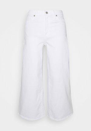 CROP WIDE - Široké džíny - white