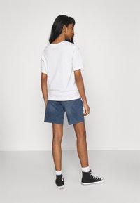Noisy May - NMLUCKY LONGBOARDER SHORTS - Shorts di jeans - medium blue denim - 2
