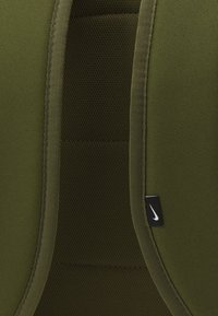 Nike Sportswear - HERITAGE UNISEX - Batoh - rough green/rough green/black - 3