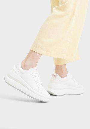 MIT XL-PLATEAU - Trainers - white