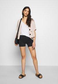 ONLY Petite - ONLMILA - Shorts - black - 1