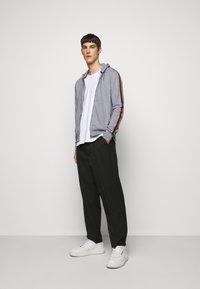 Paul Smith - GENTS ZIP THROUGH TAPED SEAMS HOODY - Sweater met rits - mottled grey - 1