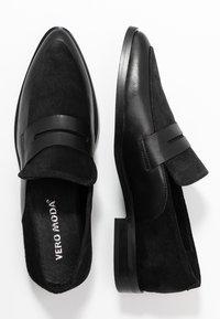 Vero Moda - VMTRINE LOAFER - Loafers - black - 3