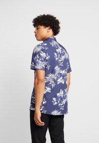 Burton Menswear London - LARGE FLORAL - Vapaa-ajan kauluspaita - navy - 2