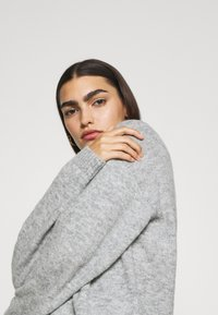CLOSED - WOMEN - Maglione - light grey melange - 4
