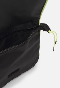 Ellesse - LORINO SATCHEL BAG UNISEX - Across body bag - black - 2