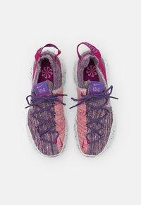 Nike Sportswear - SPACE HIPPIE - Trainers - cactus flower/photon dust/gravity purple - 5