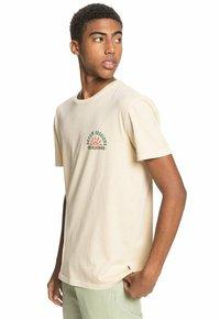 Quiksilver - DREAM SESSIONS  - Print T-shirt - antique white - 3