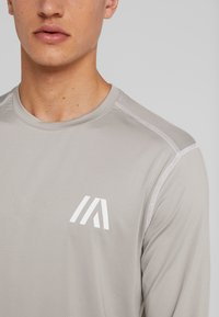 Your Turn Active - T-shirt à manches longues - mottled light grey - 5