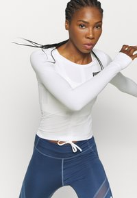 Puma - PAMELA REIF RUSHING - Funktionsshirt - star white - 4