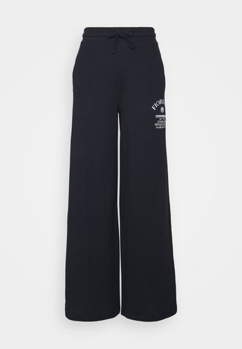 COMMENDED WIDE LEGGED TRACKPANTS