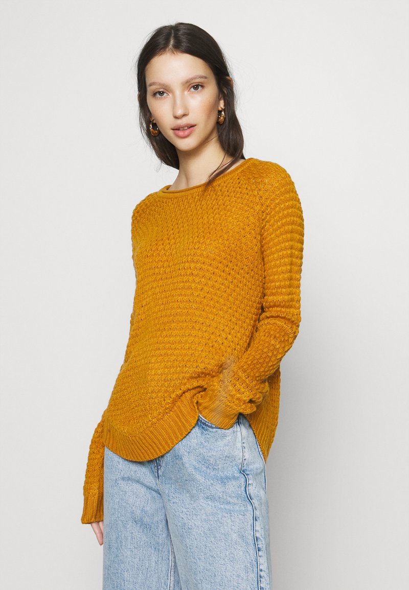 Vero Moda - VMESME SURF O NECK - Strickpullover - buckthorn brown