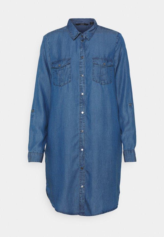 VMSILLA SHORT DRESS MIX - Denimové šaty - medium blue denim