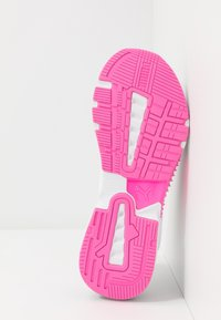 Puma - PROVOKE XT - Zapatillas de entrenamiento - white/black/luminous pink - 4