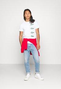 Lacoste - T-shirt imprimé - blanc - 1