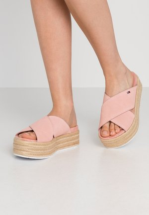 CRISS CROSS MULE FLATFORM - Heeled mules - sweet peach