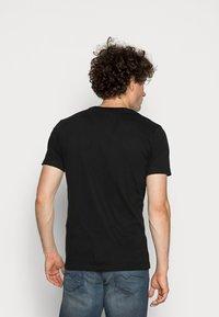 Ellesse - VOODOO - T-shirt con stampa - black - 2