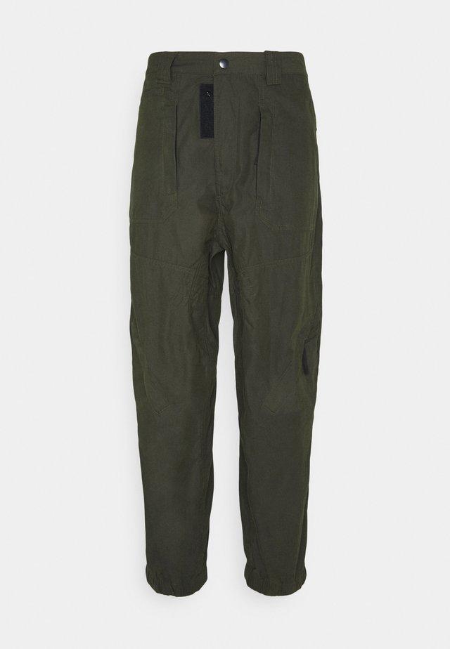 P-JARROD TROUSERS - Pantaloni - military green