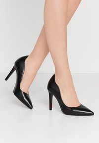 Tamaris Heart & Sole - COURT SHOE - Korolliset avokkaat - black - 0