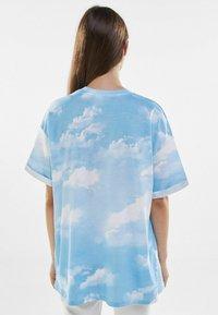 Bershka - Print T-shirt - light blue - 2