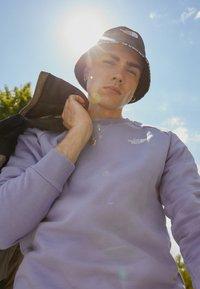 The North Face - RAGLAN REDBOX CREW NEW  - Sweatshirt - sweet lavender - 2