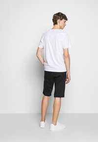 Belstaff - THOM - Basic T-shirt - white - 2