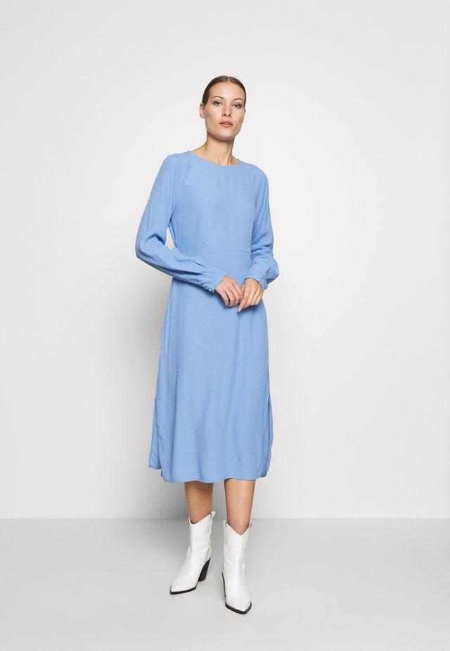BERTA DRESS - Hverdagskjoler - blue oase