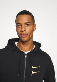 Nike Sportswear - HOODIE - Sudadera con cremallera - black/gold - 4