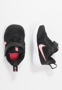 Nike Performance - REVOLUTION 5 UNISEX - Neutrale løbesko - black/sunset pulse - 0