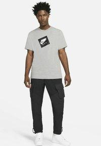 Jordan - JUMPMAN BOX CREW - T-shirt med print - carbon heather/black - 1